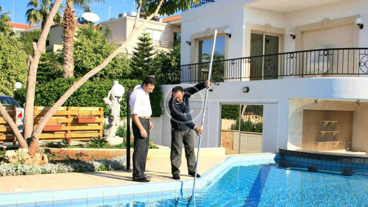 20 Tips to know before you buy a swimming pool